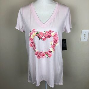 Chaser boutique heart v-neck shirt pink M